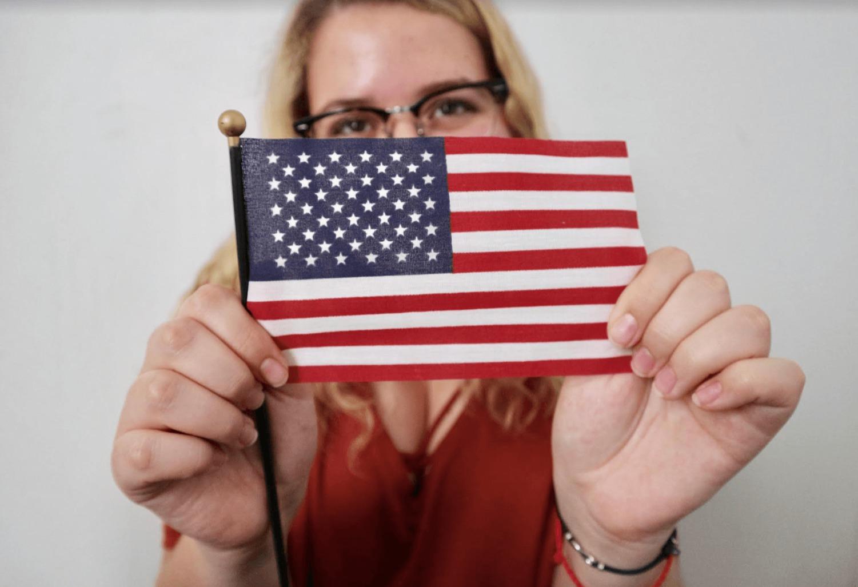 fille avec drapeau USA butrfly